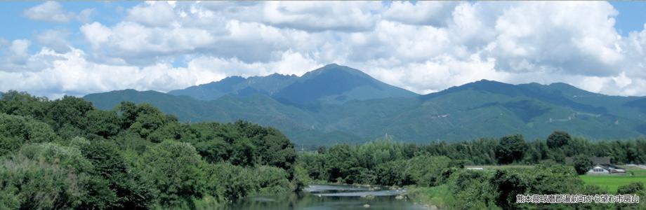 熊本県球磨郡湯前町から望む市房山